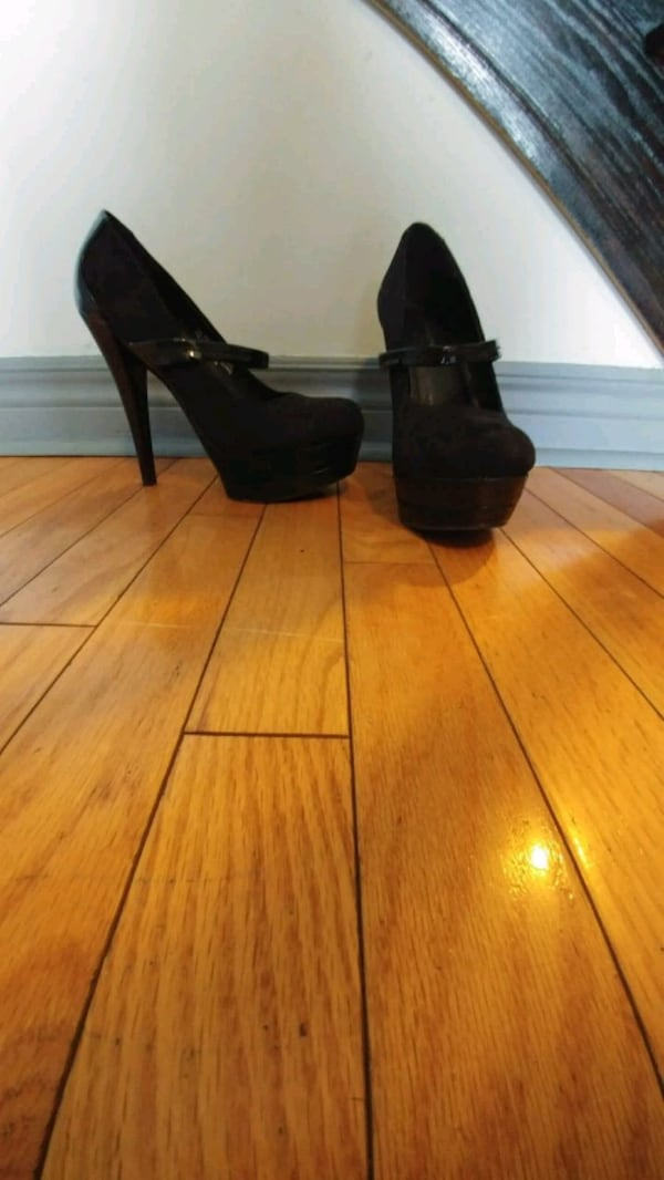 Black suede and leather heels 3e091f00-ee41-4272-8935-2804338405f5