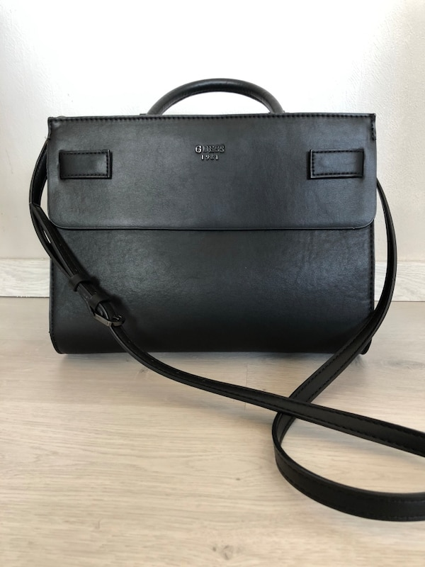 Guess. cate satchel