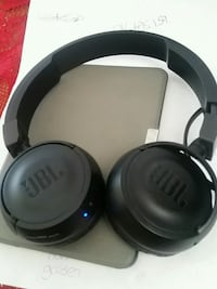 black and gray Bose wireless headphones Toronto, M6G