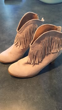 Size 9 grey suede fringe boots