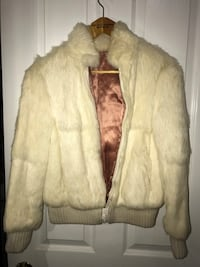 Fur coat, vintage. Pristine condition. Women's M Nanaimo, V9S 2H6