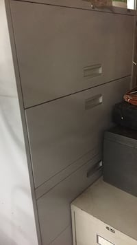 Cream colour solid metal 5 drawer cabinet with lock and key it's great for a home office or the deep drawers can be used for storing other items .it is solid metal in great shape Surrey, V3X 1J4