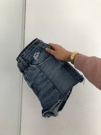 short court en jean bleu Paris, 75001