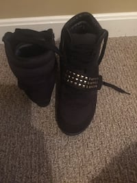Black Womens 9 hightops. Very comfy and cute Louisville, 40220