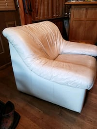 White leather chair- super comfy!