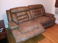 Like new couch Wyandotte, 48192