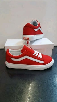 white-and-red VANS low-top sneakers with box Manchester, M9