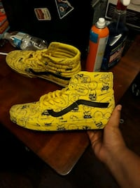 Limited edition charlie brown peanut vans size 12  Brunswick County, 28462
