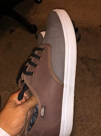 unpaired gray and white Vans low-top sneaker 1961 mi