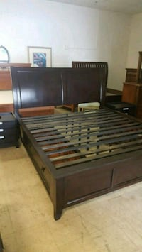 King size bedroom set in excellent condition  Plantation