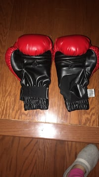 black-and-red training gloves Gainesville, 20155