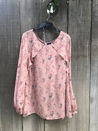 pink and white floral long-sleeved shirt Bakersfield, 93313