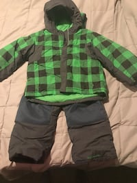 Boys size 4 Columbia snow suit. Inwood, 25428