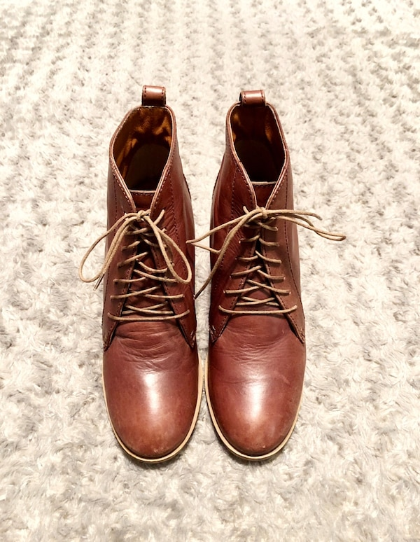 Women's Madewell 1937 boots paid $198 size 7 leather lace up booties. Color dark brown. Minor creasing around the toe area other then that good condition!  4c82430f-b718-4b1e-9507-6b942529a869
