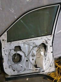 Passenger side power lock  motor  and tinted windo Montréal, H4R 1B6