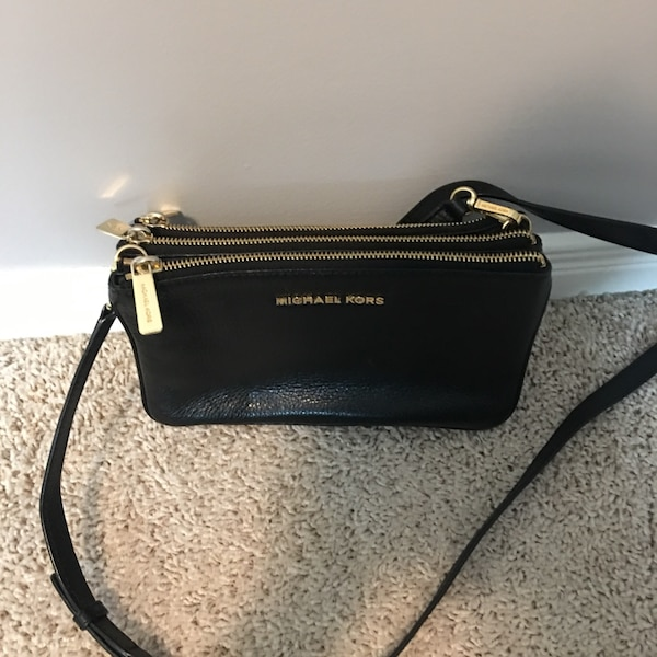 db4661a489c4 Used Michael Kors 3 slot Crossbody for sale in Kitchener - letgo