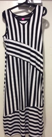 Black and white striped maxi dress – new without tags – large Calgary, T3B