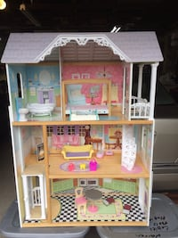Doll house 3Ft11in x Di 1ft1in x w2ft 8 in Edmonton, T6L 3A5