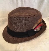 Angela & William Brown Tweed Wool Fedora Feather Walking Hat S/M 31 km