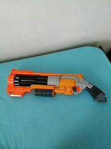 Orange, gris et noir Nerf Blaster