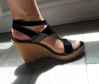 Womens wedge sandals  size 5 Mississauga, L5M 5V5