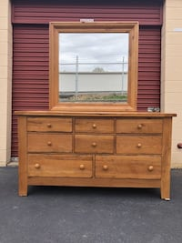 Bassett Solid Oak 8 Drawer Long Dresser With Mirror READ DESCRIPTION Manassas
