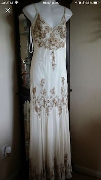 Adeianna papel beautiful elegant dress  size 10 is stretched ,only used for 2hr , is made in India Las Vegas, 89166