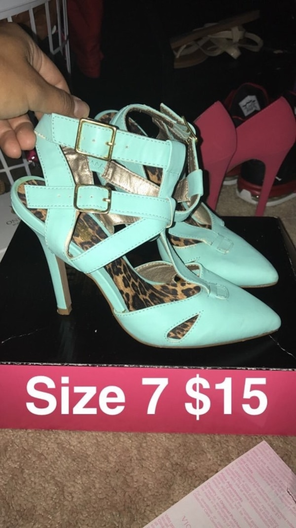 Pair of teal ankle strap heels 5fbdfb41-80e9-4024-ad0e-d9263707b175