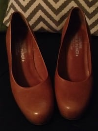 Donald J Pliner, made in Italy Size 8M Brooksville, 34604