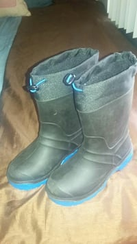black-and-blue drawstring boots