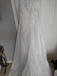 David's Bridal wedding dress size 2 Waldorf