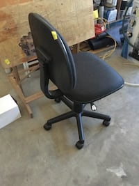black padded rolling chair