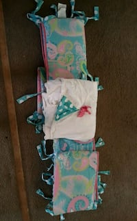 baby's assorted-color clothes lot 653 mi