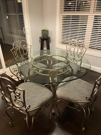 Glass kitchen table and chairs Virginia Beach, 23451