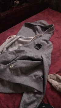 medium roots hoodie zip up (barely worn) Toronto, M6M 2C6