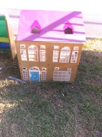 Wooden dollhouse with furniture and people Birmingham, 35209