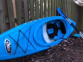 Pelican Kayak - 1 person - with paddles