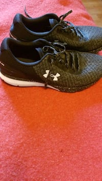 Under Armour Charged mens running shoes size 10.5 Victoria, V8V 1T3
