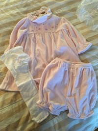 Baby girl outfit size 24 months, new never worn  MARKHAM