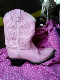 pair of white leather cowboy boots 2038 mi