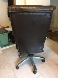 black leather padded rolling chair Long Beach, 90803