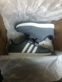 pair of white adidas low-top sneakers with box Torrance, 90504