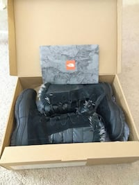 North Face Size 7 female Snow Boots.
