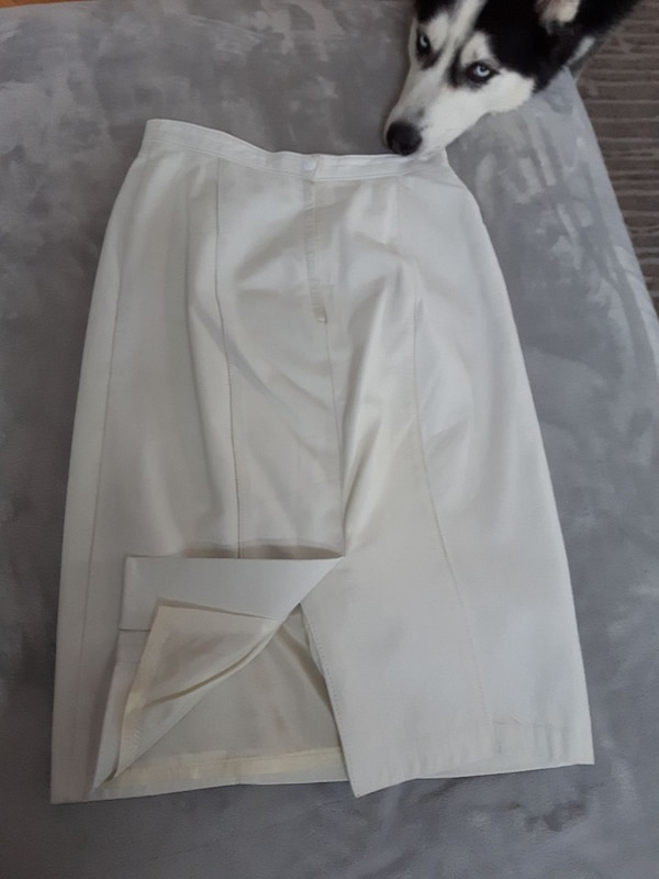 White leather skirt - size 8 c84f474d-5872-4fce-a9a3-0419e3ab855d