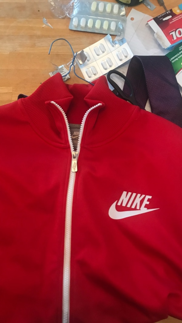 New Nike Zip up-XL