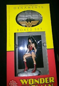 Wonder Woman Christmas ornament box set   *super rare*