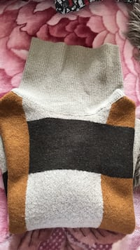 Zara knitted sweater pocahontas style Vancouver, V5R 6C8