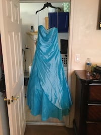 Nice special occasion/prom dress size 6 North Las Vegas, 89030