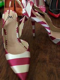 pair of white-and-pink leather pumps Stevensville, 21666
