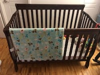 Crib (4 in 1 convertible) Moving Sale!!!!!!!!!!!!!!